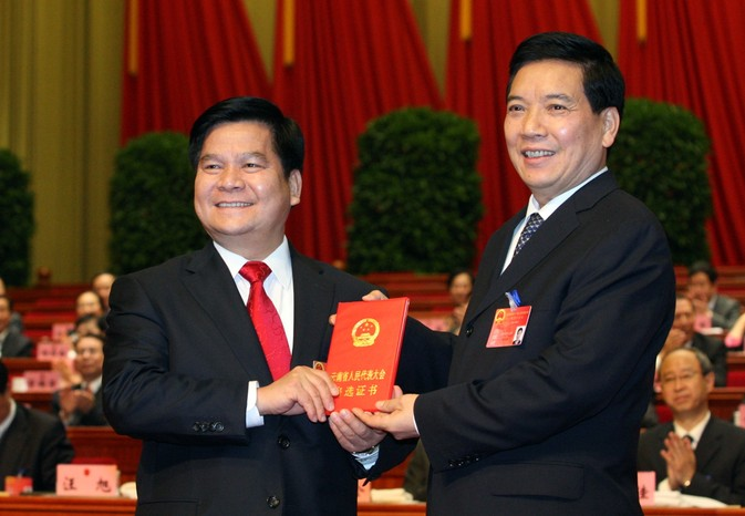 Qin Guangrong (R) with his replacement as Yunnan Party Secretary, Li Jiheng (L)
