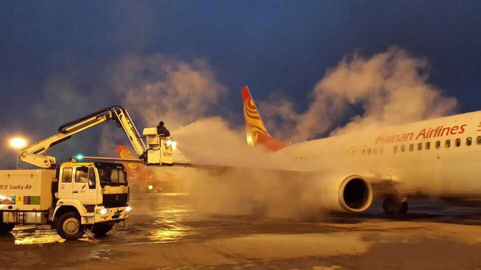 File photo of de-icing at the Kunming airport.